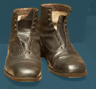 Men's laced boots, pegged construction, intended for wear on festive occasions. Second quarter of the 20th century.