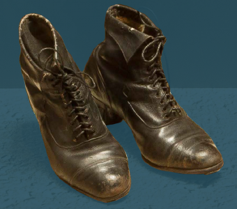 Women's laced boots for special occasions. First third of the 20th century.