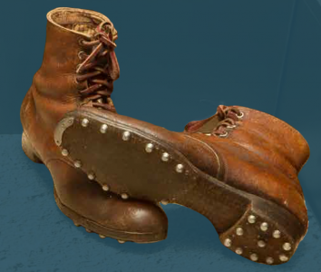 Laced boots, pegged construction. Second quarter of the 20th century.