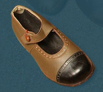 Children's shoe with strap and button for fastening. Second quarter of the 20th century.