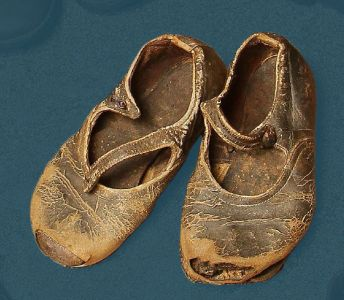 Child's shoe with strap from around 1930.