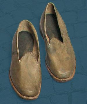 Women's sewn shoes meant for everyday wear. Second quarter of the 20th century.