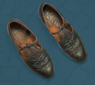 Women's shoes with pegged construction. Mid 20th century.