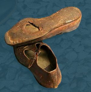 Men's badly worn shoes. Mid 20th century.